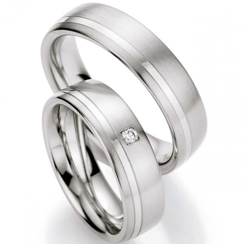 Verlobungsringe aus Edelstahl mit Diamant