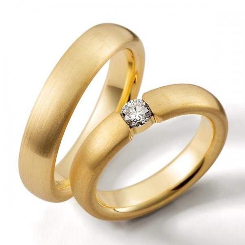 Trauring Gelbgold mit Diamant